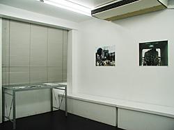 向かいの部屋イカヅチでの「interlude」展示