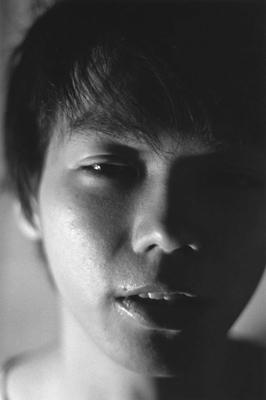 01 中村早「ふれる」 ゼラチンシルバープリント/ed.7 image size:365×560mm paper size:508×610mm