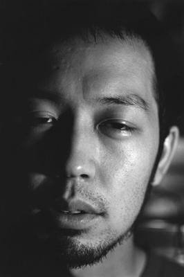05 中村早「ふれる」 ゼラチンシルバープリント/ed.7 image size:365×560mm paper size:508×610mm