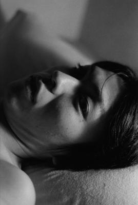 02 中村早「ふれる」 ゼラチンシルバープリント/ed.7 image size:195×290mm paper size:279×356mm