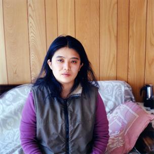 04 大友真志「郁子」 タイプCプリント/2006/ed. 1 /7 image size 620 × 620mm paper size 660 × 840mm
