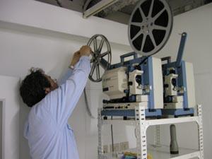 今回は16ミリ映写機2台を使用。