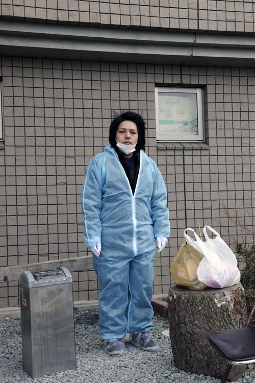 2013年2月22日 福島県双葉郡楢葉町山田岡美し森 「弁当買ってて、来るのが遅くなりました」 いわき市から福島第一原発に働きに来ている男性です。現在は作業員の方の送り迎えをするための車を洗って除染する仕事をされているそうです。