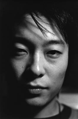05 中村早「笑う月」 ゼラチンシルバープリント/ed.7 image size:320×490mm paper size:457×560mm
