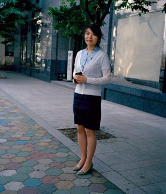 04 田代一倫「椿の街」 デジタルCプリント image size :332×285mm paper size:387×339mm