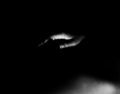 04 中村早「The Nude of Man」  ゼラチンシルバープリント/ed.5  image size:231×294mm  paper size:279×356mm