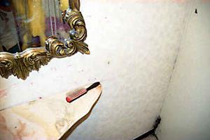 01 小出直穂子「赤い線」 34×51cm タイプCプリント