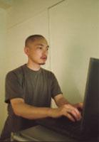 オペレーターの花田氏。 話題の進行に合わせて図版のプロジェクションやモニターの切替を効果的に操作。