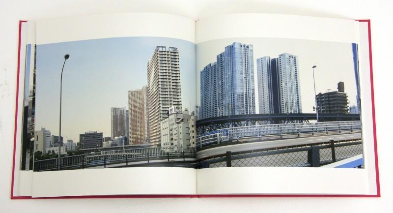 『SOMEWHERE』(260☓260 mm/上製/カラー58頁)